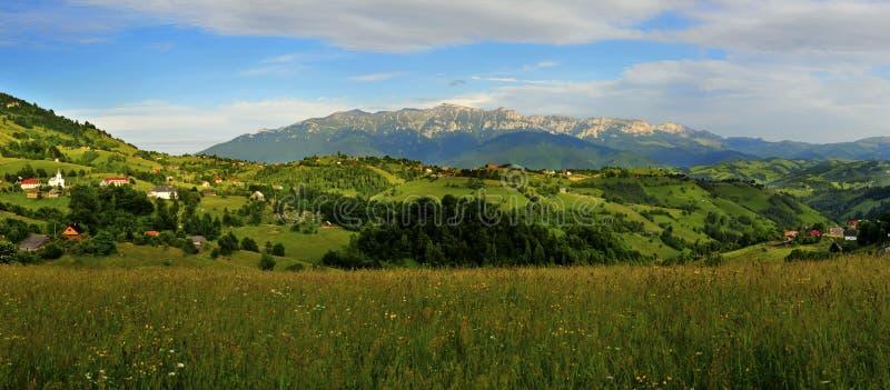 Panorama hermoso de la aldea del magura foto de archivo
