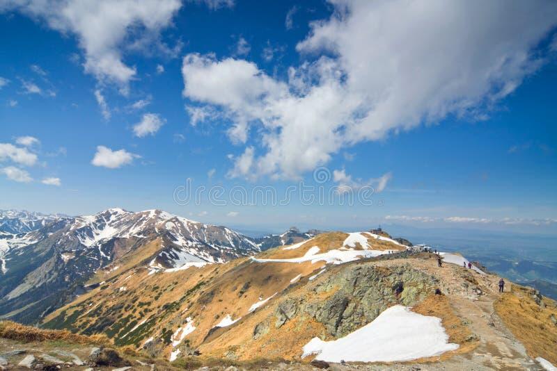 Panorama hermoso de la montaña de las altas montañas de Tatra en el SE de la primavera fotos de archivo