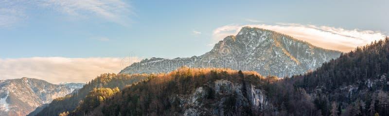 Panorama hermoso en las montañas, caída del paisaje fotografía de archivo