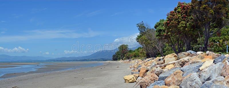 Panorama het Bij hoogtijd van het Collingwoodstrand, Nieuw Zeeland royalty-vrije stock foto