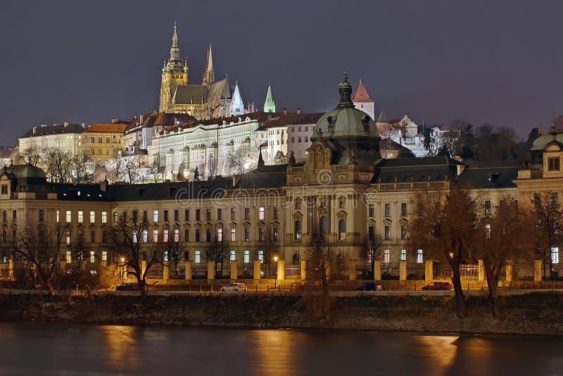 Panorama Het landschap van de oriëntatiepuntaantrekkelijkheid in Praag: Het Kasteel van Praag, Katholieke Heilige Vitus Cathedral royalty-vrije stock afbeeldingen