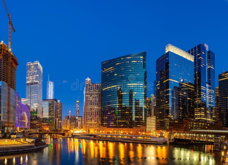 Panorama het van de binnenstad van de de nachtzonsondergang van Chicago royalty-vrije stock afbeelding