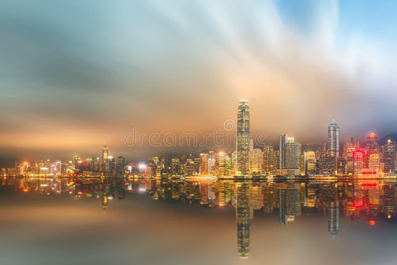 Download Panorama Hong Kong I Pieniężny Okręg Obraz Stock - Obraz złożonej z metropolia, neon: 57670185