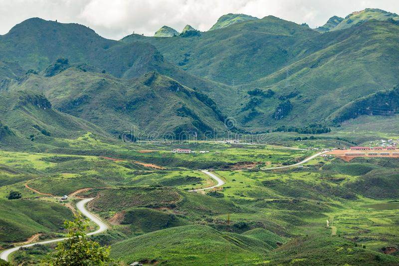 Panorama Hoogste mening van Mooi Boslandschap van Zonsopgang met stock afbeelding