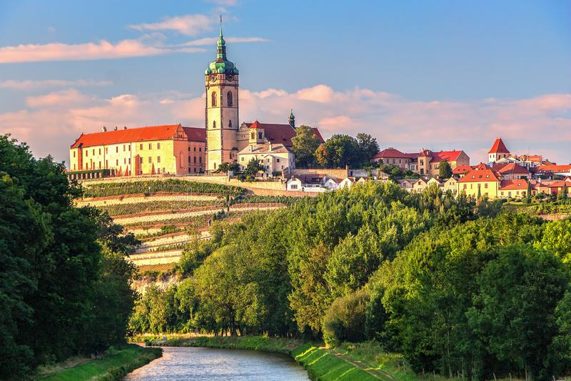 Panorama of horizon of cityscape van historische stad Melnik stock foto