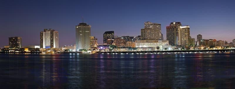 Panorama : Horizon de nuit de la Nouvelle-Orléans photo stock