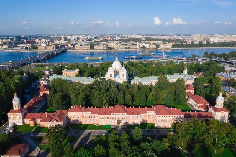Panorama i Sankt Petersburg Ryssland Centrum Aeralsyn på klostret Alexander Nevsky Lavra i Sankt Petersburg, Ryssland arkivfoto