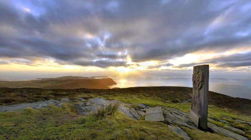 Panorama - ilha do homem - cruz celta fotografia de stock