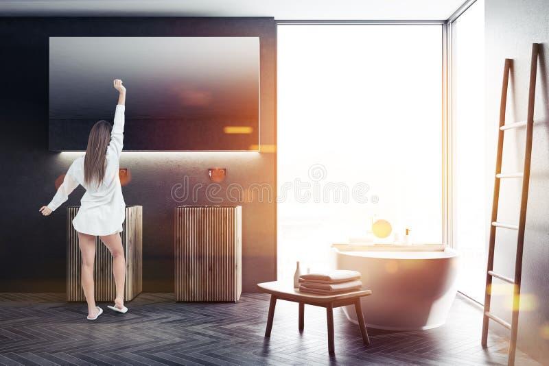 Panorama- inre för fönstersvartbadrum, kvinna royaltyfria foton