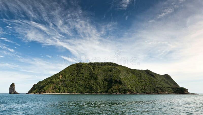 Panorama: Isla de Starichkov (Kamchatka) en el Océano Pacífico imágenes de archivo libres de regalías