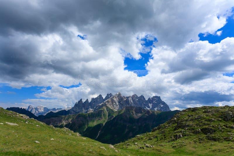 Panorama italiano da montanha fotografia de stock royalty free