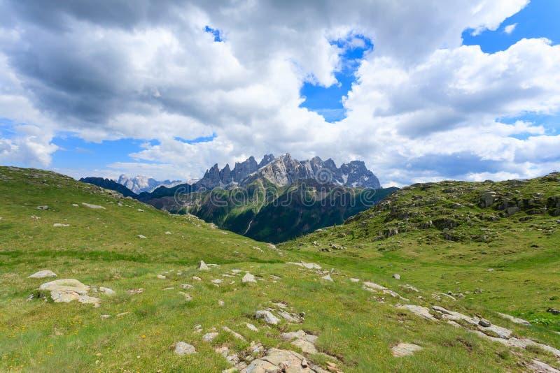 Panorama italiano de la montaña imágenes de archivo libres de regalías