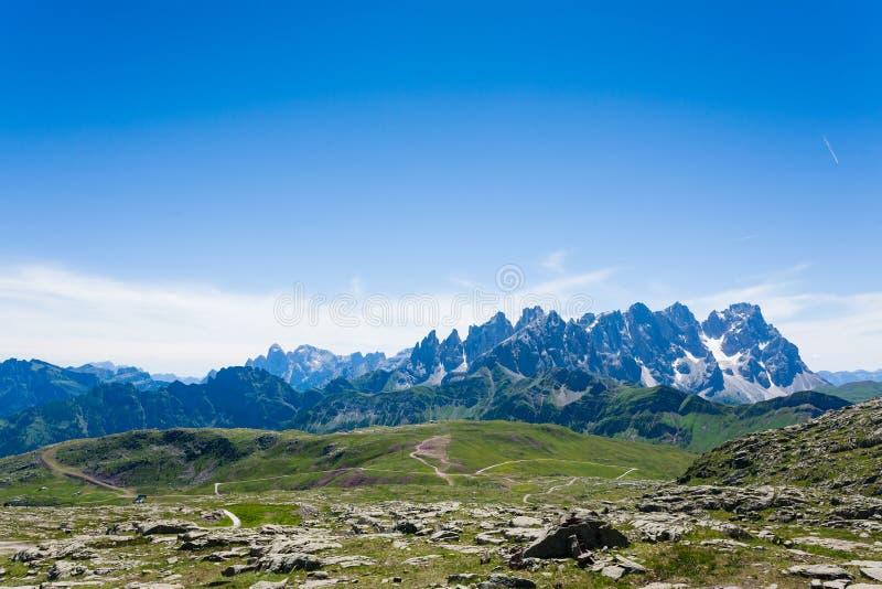 Panorama italiano de la montaña imagenes de archivo