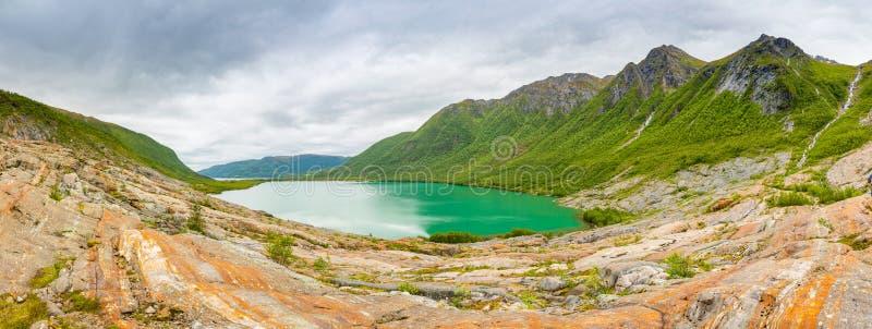 Panorama Jeziorny Svartisvatnet w Helgeland w Norwegia, od Svartisen lodowa fotografia stock