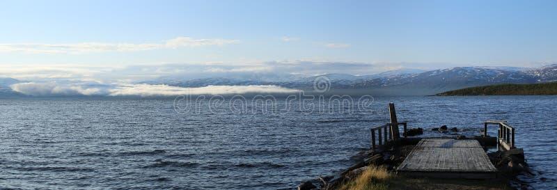 Panorama Jeziorny Tornetrask przy Abisko w Szwecja zdjęcie stock