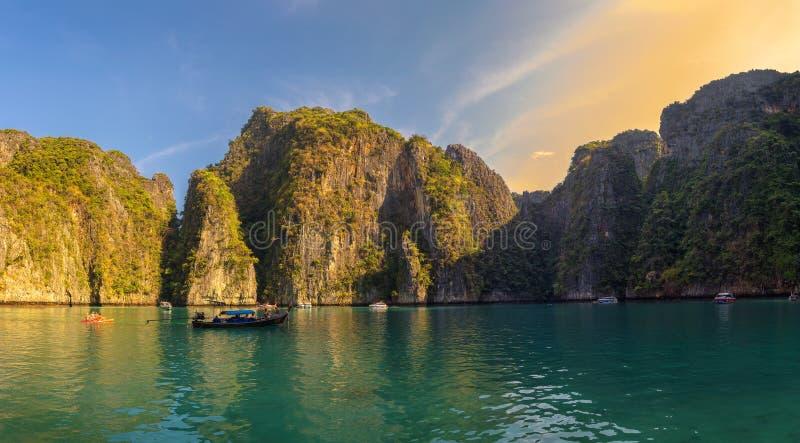 Panorama a lagoa de Pileh na ilha de Koh Phi Phi imagem de stock