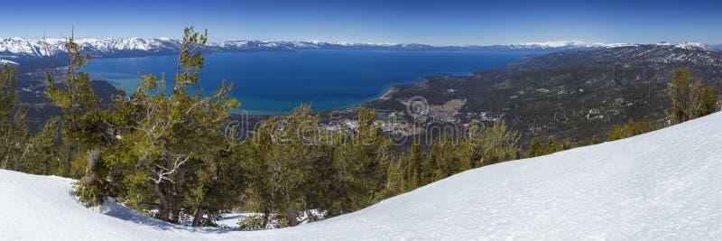 Panorama- Lake Tahoe förbiser i vinter arkivfoto