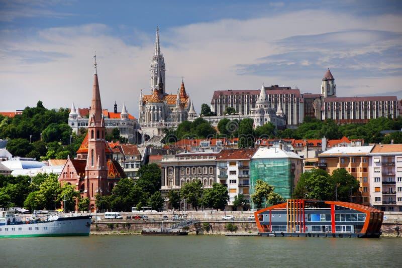 Panorama- landskap, en del av den högra banken av Danubet River i Budapest royaltyfri fotografi