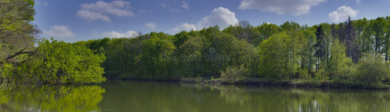 Panorama- lanscape på en sjö nära den Dikanka byn arkivfoto