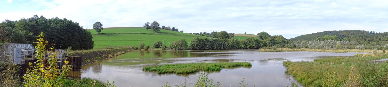 Panorama large de barrage en terre et de lac water Reservoir image libre de droits