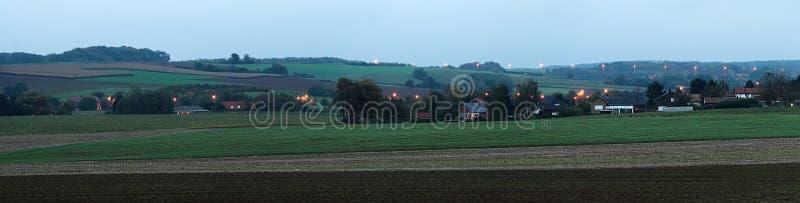 Panorama lateral do país no crepúsculo imagem de stock
