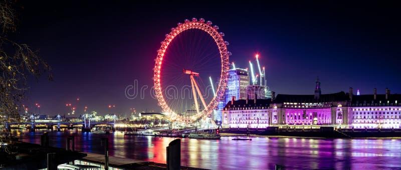Panorama on Londyński oko przy nocą zdjęcia stock