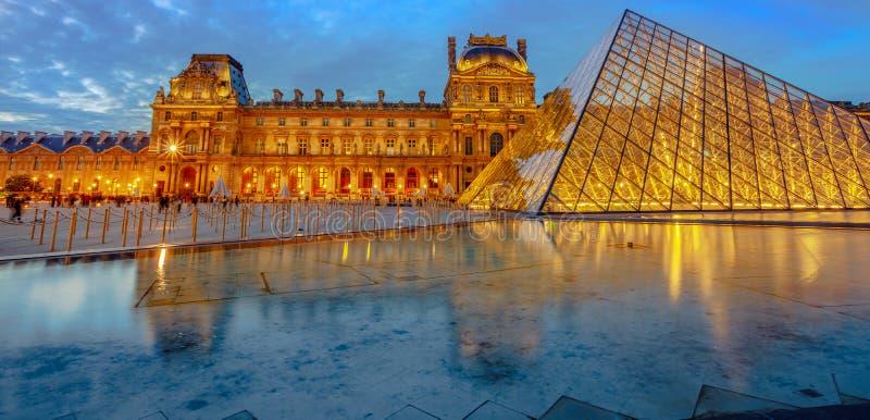 Panorama-Louvre-Museum lizenzfreie stockfotos