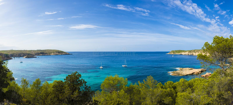 Panorama méditerranéen dans Ibiza, Îles Baléares images stock