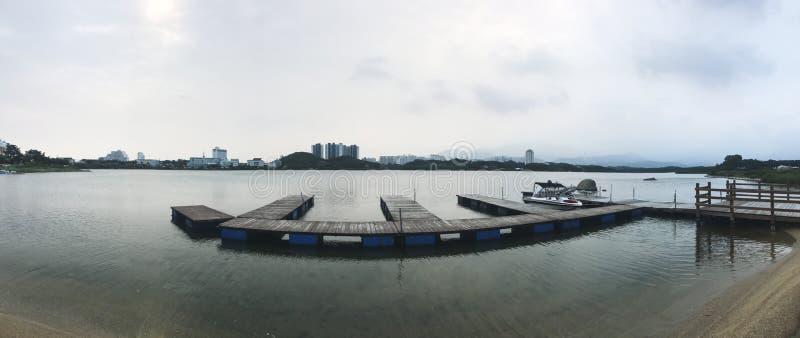 panorama Mały molo na jeziorze Sokcho miasto 30 target1781_1_ strażników Lipiec królewiątka Korea kumpel s Seoul południe zdjęcia royalty free