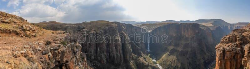 Panorama Maletsunyane spadki wielki jar w górzystych średniogórzach blisko Semonkong i, Lesotho, Afryka zdjęcie stock