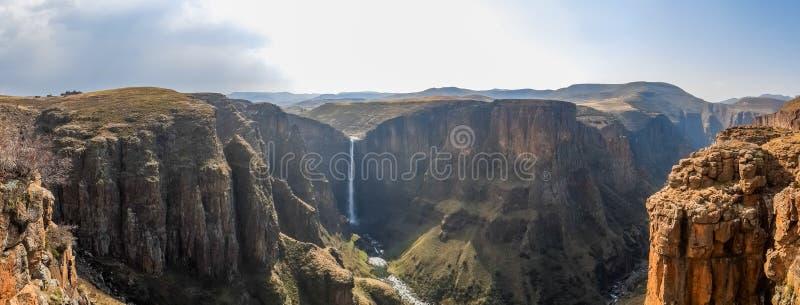Panorama Maletsunyane spadki wielki jar w górzystych średniogórzach blisko Semonkong i, Lesotho, Afryka obrazy stock