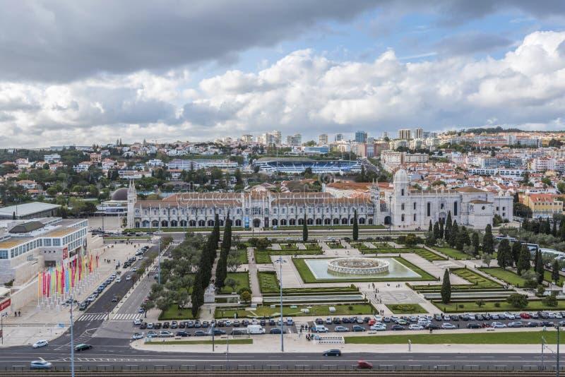Panorama med den Jeronimos kloster i det Belem området av Lissabon arkivfoto