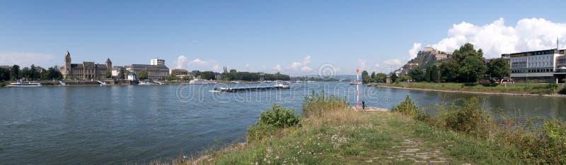 Panorama med flodRhen i den Koblenz staden med den Ehrenbreitstein fästningen royaltyfria foton