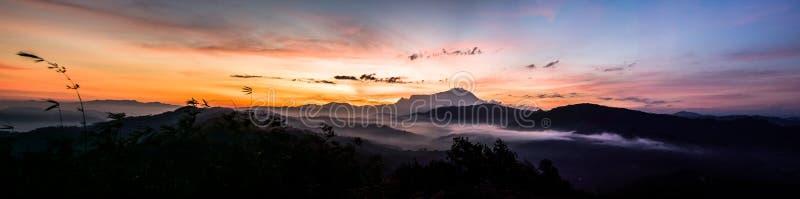 Panorama med härlig soluppgång royaltyfria bilder