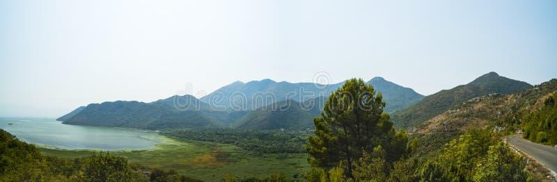 Panorama med sjön Skadar royaltyfria foton