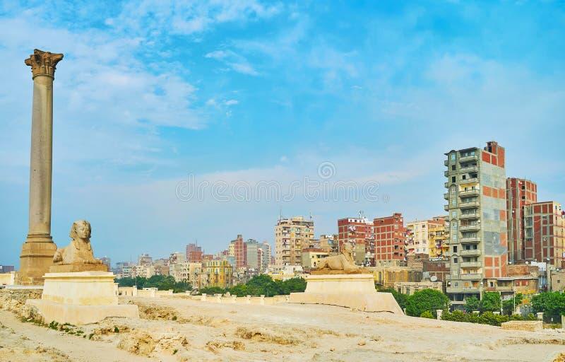 Panorama med två sfinxer, Alexandria, Egypten fotografering för bildbyråer