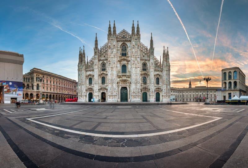 Panorama Mediolańska katedra, Vittorio Emanuele (Duomo di Milano) obrazy stock