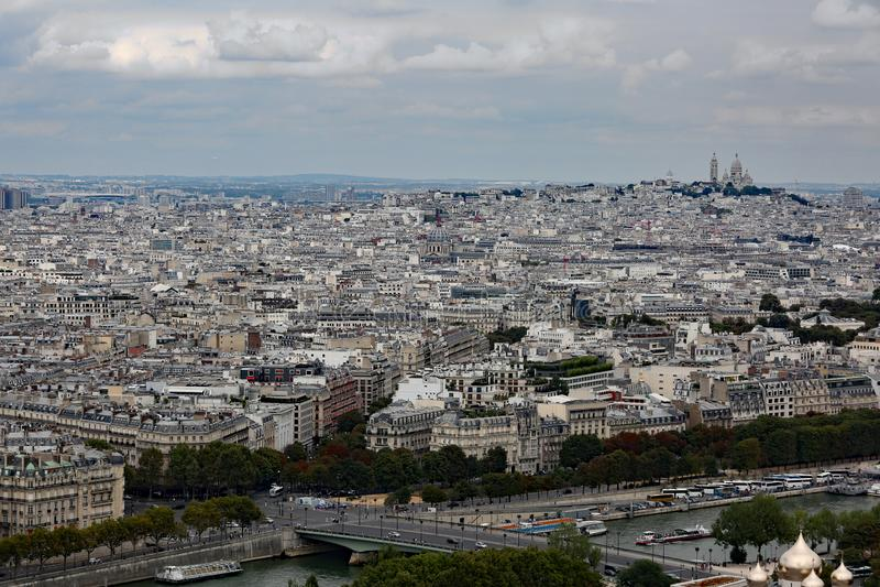 panorama merveilleux de la ville parisienne photographie stock