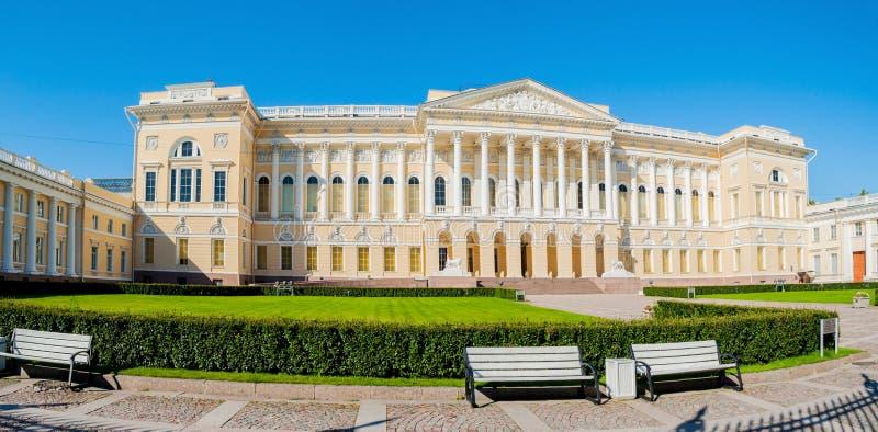 Panorama Michael pałac, budować stanu Rosyjski muzeum w St Petersburg, Rosja fotografia royalty free