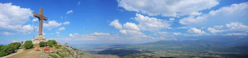 Panorama molto dettagliato dell'incrocio di millennio sul Mt. Vodno immagine stock libera da diritti