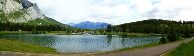 Panorama: Mooie dag in Banff Nationalparl royalty-vrije stock foto's