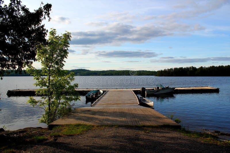 Panorama: Mooie houten pijler op Meer in Ontario/Canada stock foto