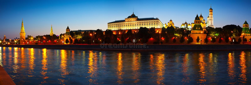 Panorama Moskwa Kremlin w nocy zdjęcie stock
