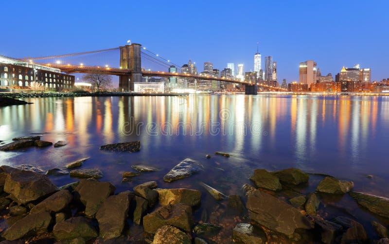 Panorama most brooklyński, Wschodnia rzeka i Manhattan przy zmierzchem, zdjęcia stock