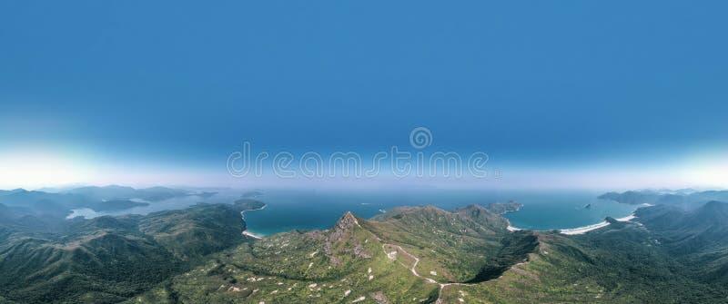 Panorama of Mountain liggande, Sai Kung, Hongkong arkivbilder