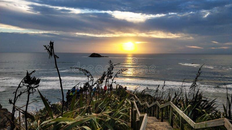 Panorama Muriwai plaża Zmierzch pod burzowym niebem obraz stock