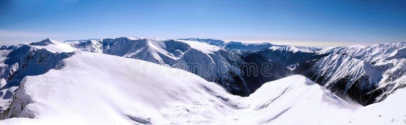 Panorama nad halnymi graniami w zimie zdjęcia royalty free