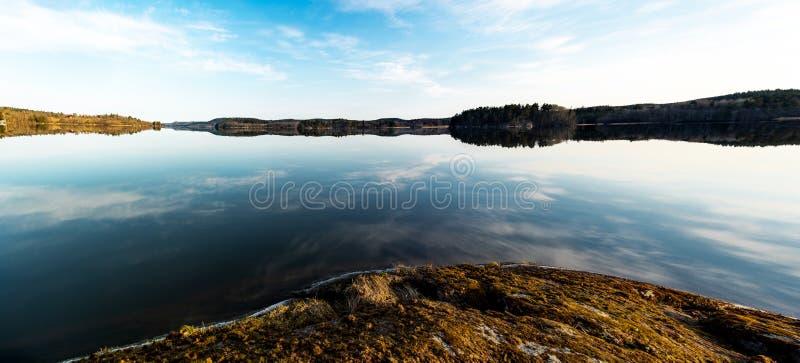 Panorama nad jeziorem zdjęcia stock