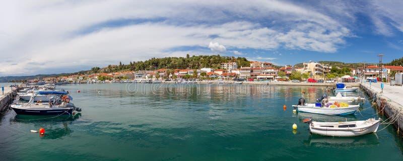 Panorama Nea Skioni wioska, Halkidiki, Grecja zdjęcie stock