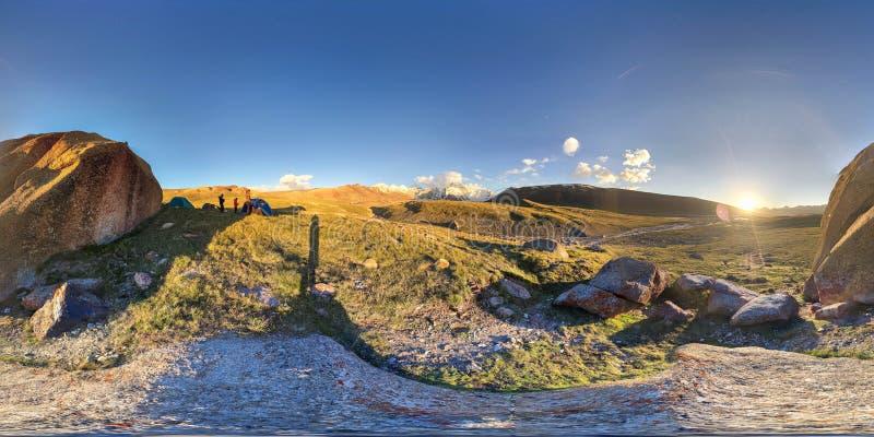 panorama 360 nelle montagne del Kirghizistan fotografia stock libera da diritti